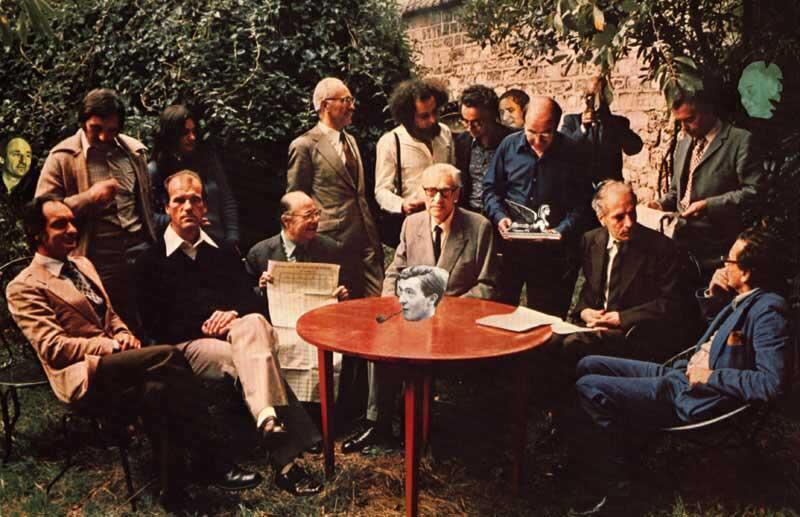 پرک ایستاد در وسط و کالوینو نشسته در سمت چپ