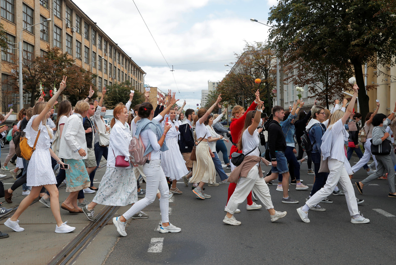 Участники шествия в Минске, 12 августа 2020 года.