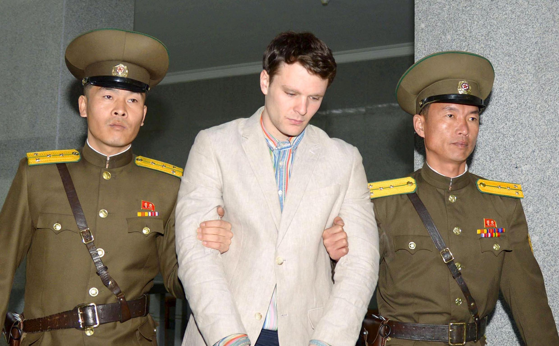 Sinh viên Otto Warmbier khi bị đưa tòa ở Bình Nhưỡng để lãnh án tù khổ sai
