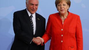 A chanceler alemã Angela Merkel recebe o presidente brasileiro Michel Temer na reunião de cúpula do G20 em Hamburgo.