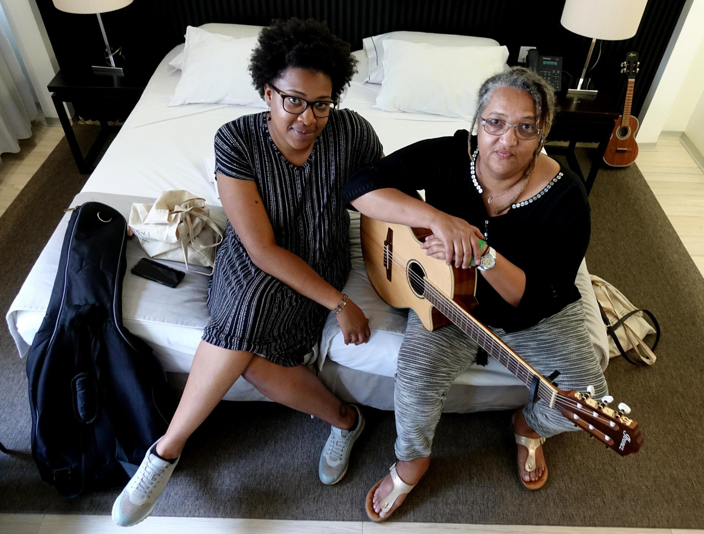 Née à Praia, Beth Carvalho est partie à 20 ans en Suisse où est née Patricia. Désormais la mère et sa fille partagent leur musique. Elles étaient récemment sur la scène de l'Atlantic Music Expo.