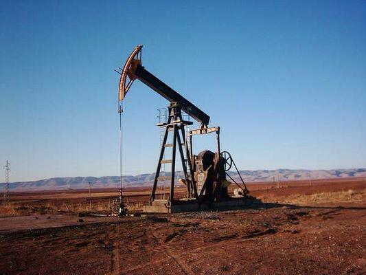 União Europeia estuda boicote do petróleo sírio.
