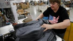 Một công nhân tại nhà máy Wigwam, bang Wisconsin (Reuters)
