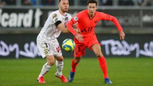 L'Amiens SC d'Alexis Blin et le PSG de Julian Draxler se sont neutralisés (4-4), en Ligue 1 le 15 février 2020.