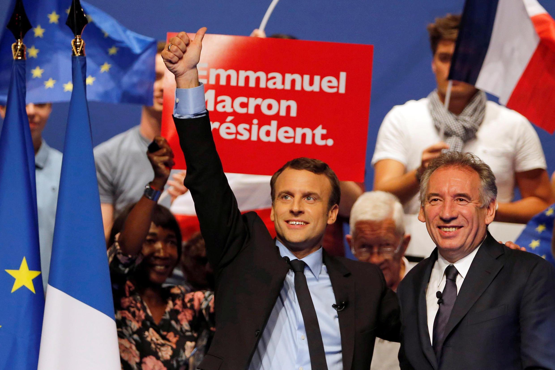Полемику во Франции вызвало высказывание Франсуа Байру (на фото — справа), опытного политика, которого президент Макрон недавно назначил на новый пост.