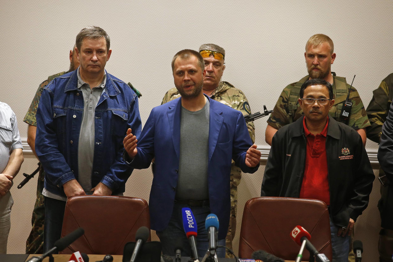 Премьер-министр самопровозглашённой ДНР Александр Бородай (в центре)