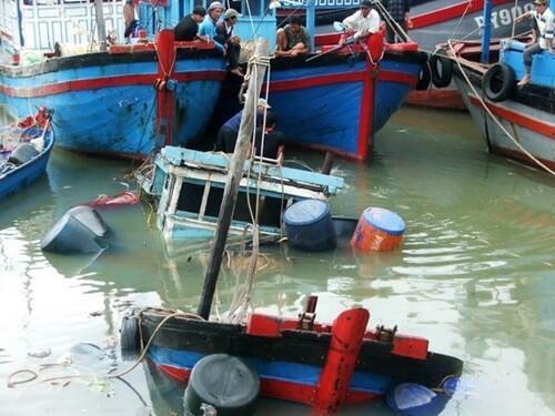 Tàu cá Việt Nam bị tàu Trung Quốc đâm. Ảnh minh họa.