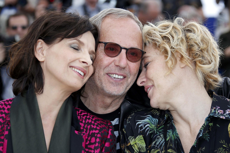 Fabrice Luchini(centro), Juliette Binoche (esq.) e Valeria Bruni Tedeschi fazem parte do elenco de Ma Loute em competição no 69° Festival de Cannes.