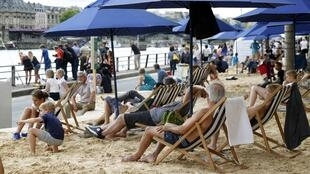 «Paris Plages» decorre em Paris até dia 16 de Agosto no centro da capital francesa.