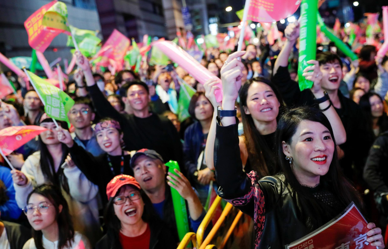 Những người ủng hộ bà Thái Anh Văn ăn mừng chiến thắng của tổng thống Đài Loan ngày 11/01/2020.
