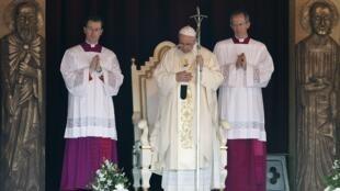 Papa Francisco celebra missa em Colombo, capital do Sri Lanka, nesta quarta-feira(14).