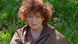 Photographie portrait de l'artiste plasticienne et romancière Claudie Hunzinger.