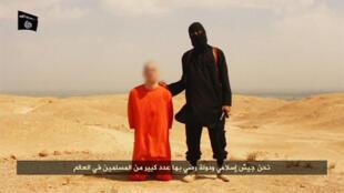 Extrait de la vidéo montrant la probable exécution du journaliste James Foley par l'Etat islamique.