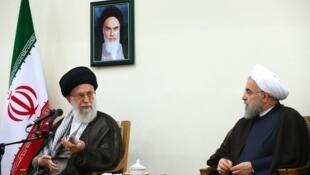 آیت الله علی خامنه ای، رهبر جمهوری اسلامی ایران، در دیدار با حسن روحانی و اعضای هیئت دولت یازدهم