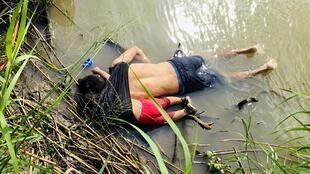 O México se preparava para repatriar nesta quarta-feira (26) os corpos do migrante salvadorenho e sua filha de menos de dois anos, mortos ao tentar cruzar o Rio Bravo.