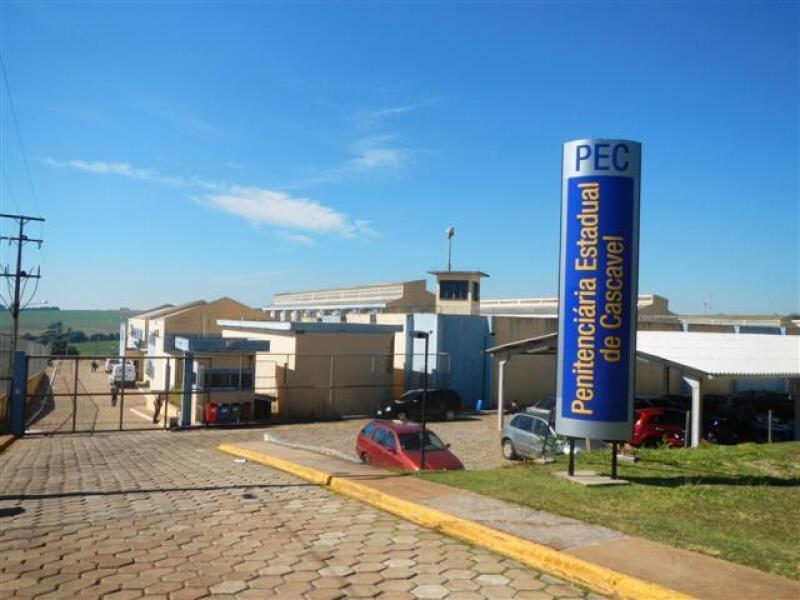 Entrada da Penitenciária Estadual de Cascavel no Paraná.
