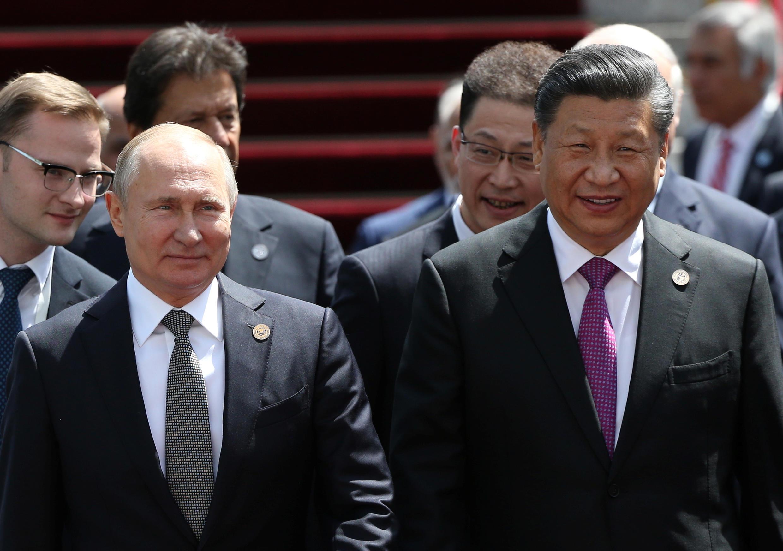 Tổng thống Nga Vladimir Putin và chủ tịch Trung Quốc Tập Cận Bình tại thượng đỉnh Tổ chức Hợp tác Thượng Hải (SCO) ở Bishkek, Kyrgyzstan, 14/06/2019.