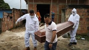 Le Brésil - le pays d'Amérique latine qui paie le plus lourd tribut à l'épidémie de Covid-19.