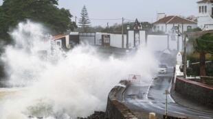 Temporal assolou também a ilha Terceira, no grupo central do arquipélago português dos Açores.