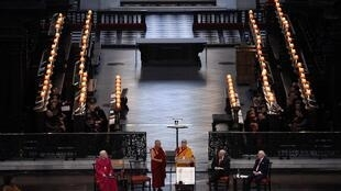 Đức Đạt Lai Lạt Ma phát biểu tại lễ nhận giải Templeton tại thánh đường St Paul, Luân Đôn, 14/05/2012.