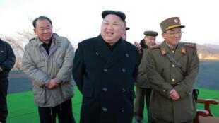 O ditador norte-coreano, Kim Jong-il, que a 7 de março voltou a disparar mísseis nucldar no mar do Japão