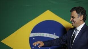 O senador Aécio Neves vai liderar a visita de um grupo de senadores à Venezuela.