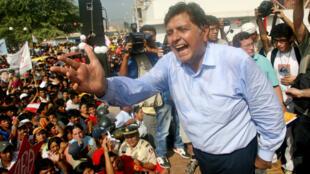 Alan Garcia, ici en campagne à La Union, à Piura, pour la présidentielle au Pérou, le 30 mai 2006.