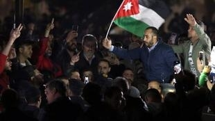 Des manifestants en démonstration de force non loin de la résidence du Premier ministre jordanien, le 30 novembre 2018.