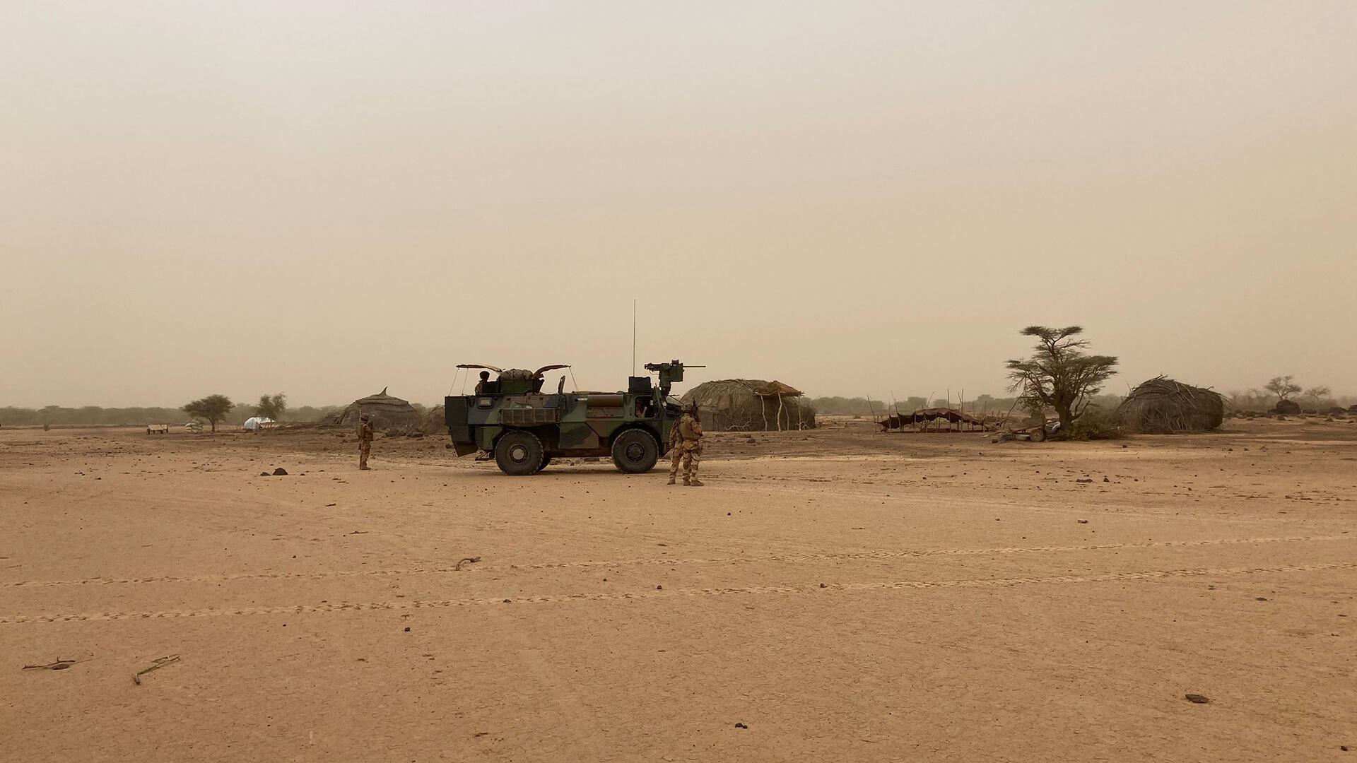 bravo25 ok - La force Barkhane contrôle les fermes isolées d'éleveurs maliens