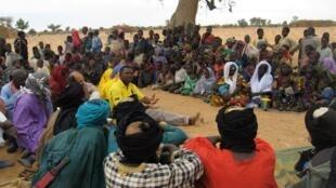 "Gorom Gorom. Falnde sahel Sahel  rewo (nano) Burkina. yarlitiiɓe ""Amnesty International"" no ari yewtidugol e jaamaaji nden nokkuure."