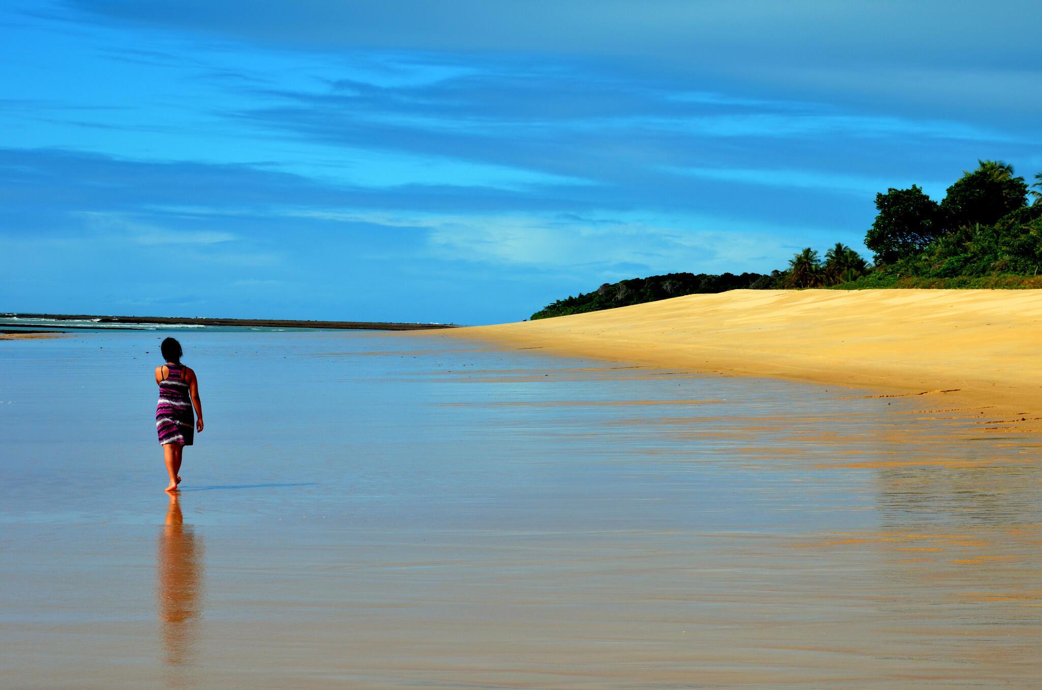 Ricos do mundo inteiro vão Trancoso, na Bahia, em busca de luxo e tranquilidade.