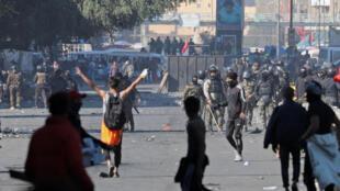 در جریان تظاهرات ضد دولتی در بغداد، تظاهرکنندگان با نیروهای امنیتی عراق درگیری شدند. یکشنبه ۶ بهمن/ ٢۶ ژانویه ٢٠٢٠