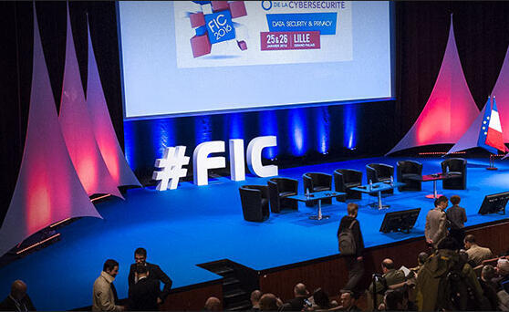 Scène de conférence du Forum international de la Cybersécurité à Lille, dans le nord de la France.