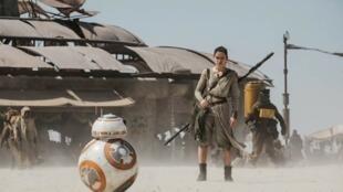 Le petit droïde BB8, dans une scène dévoilée de «Star Wars VII: Le Réveil de la Force».