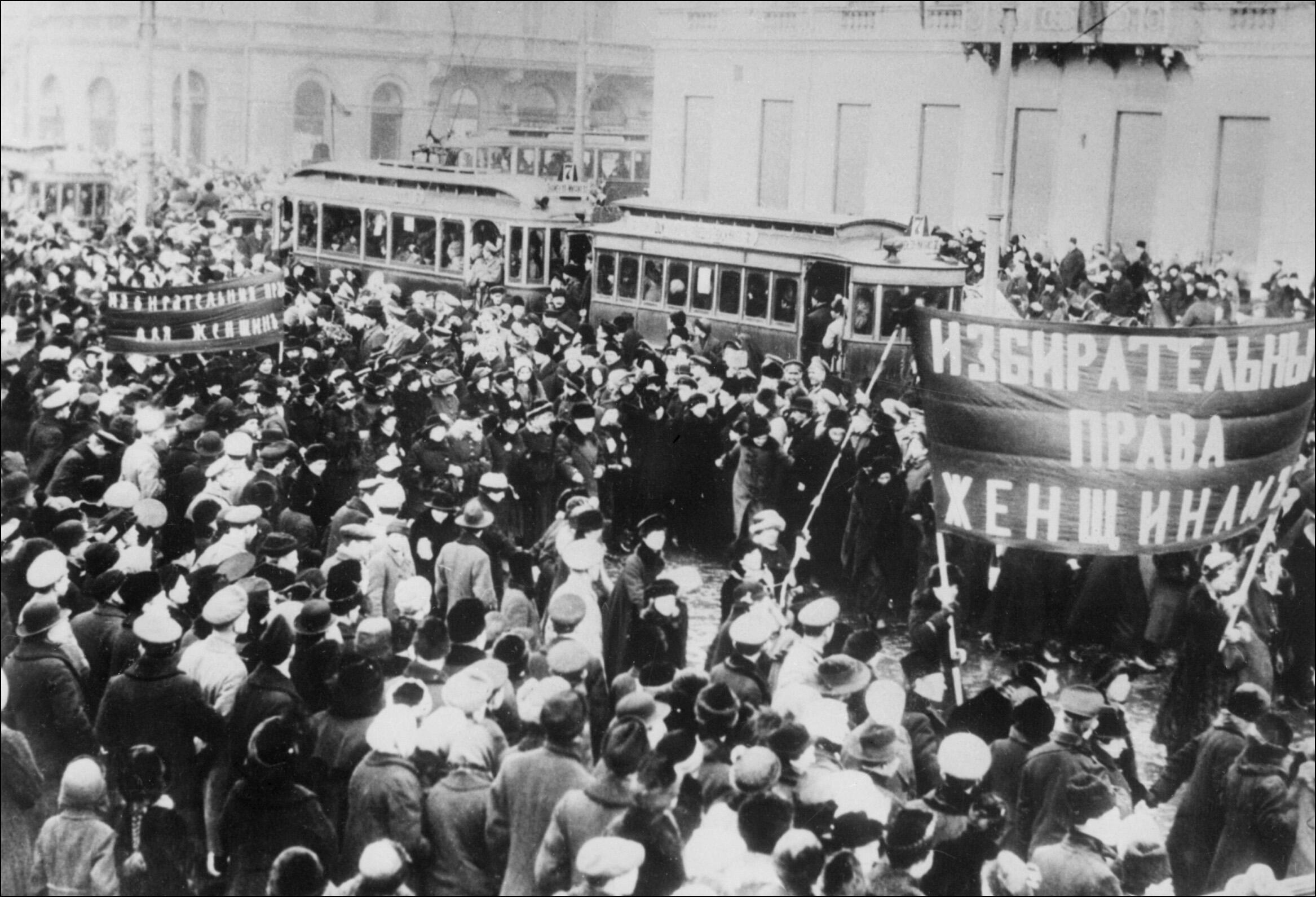 Демонстрация в Петрограде за права женщин, февраль 1917 года