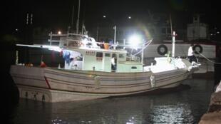 Chiếc tàu đánh cá  bị Philippines bắn đã trở về bến cảng ở phiá Nam Đài Loan,  ngày 11/05/2013.