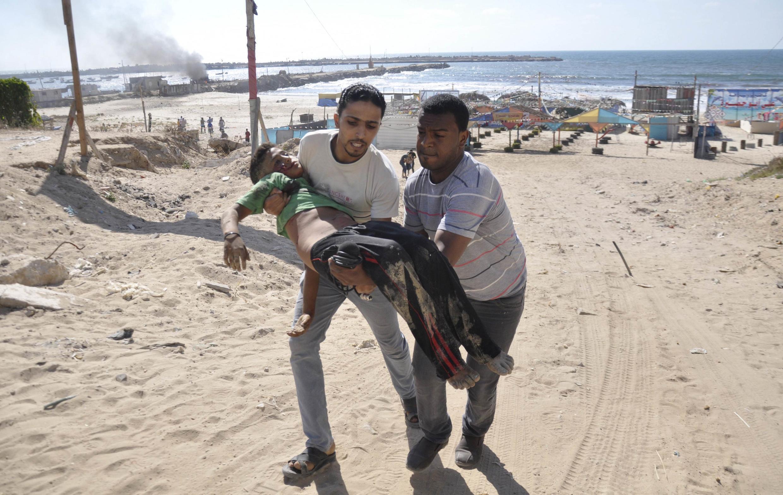 Un premier obus tombé sur la plage de Gaza a fait fuir les enfants, un second les a tués.