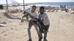 Un obús israelí mató a niños palestinos que se encontraban en la playa de Gaza.