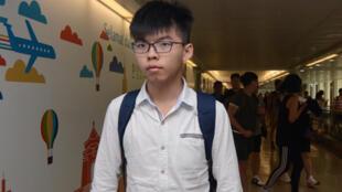 香港社运人士黄之锋2017年6月11日上午来台,他被问到此行是否参加318学运领袖林飞帆的婚礼,仅点头致意,没有接受任何採访。