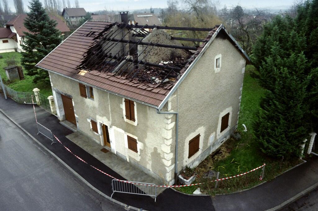 Пожарным удалось вытащить Жан-Клода Романа из подожженного им дома