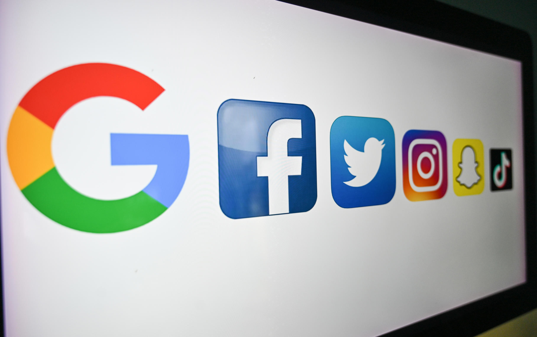 Los logos de Google, Facebook, Twitter, Instagram, Snapchat y TikTok