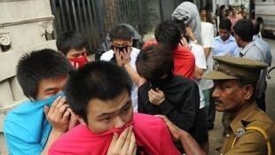 Cảnh sát Sri Lanka câu lưu những người Trung Quốc phạm tội lừa đảo trên mạng (AFP)