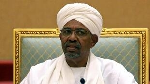 عمرالبشیر، رئیس جمهوری مخلوع سودان، به زندانی در شهر خارطوم پایتخت سودان منتقل شد