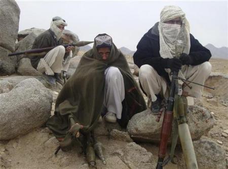 Talibãs assumem autoria de atentado contra estrangeiros.