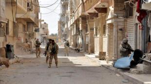 Soldats des troupes gouvernementales syriennes patrouillant dans la ville de Palmyre en mars 2016 (archive).