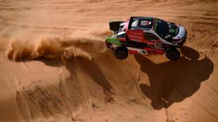 Al Rajhi and co-driver Von Zitzewitz ploughing through the sand