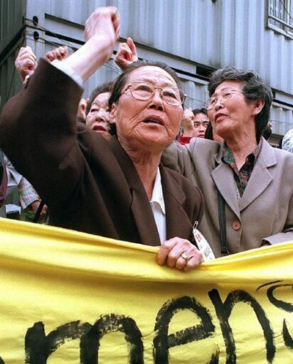 Des anciennes «femmes de réconfort» sud-coréennes pour les soldats de l'armée impériale japonaise, manifestent devant l'Ambassade du Japon, à Séoul.