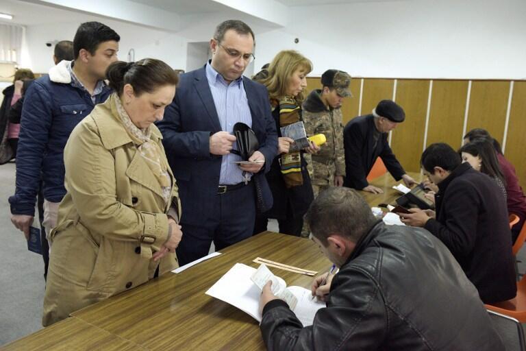 یک حوزه رأیگیری در شهر ایروان. ۱۳ فروردین/ ٢ آوریل ٢٠۱٧
