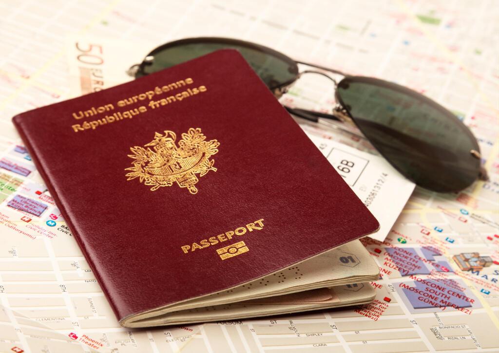 Un pasaporte francés.
