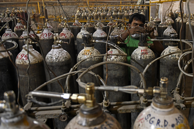 Cilindros de oxígeno en Mritsar, India, el 28 de abril de 2021